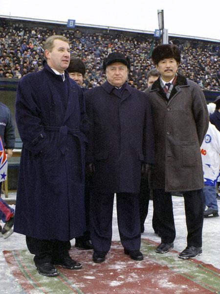 21 ноября 1999 года. Открытие хоккейного сезона.  Владимир Матиенко и гости – Виктор Черномырдин и Юрий Тен