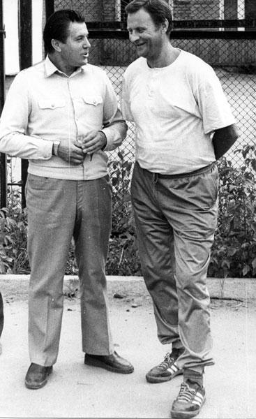 Начальник ВСЖД Геннадий Кома- ров (слева) уговорил Олега Катина остаться