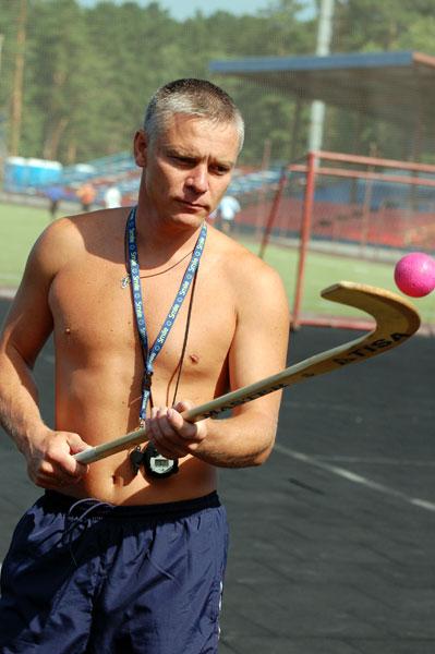 Василий Карелин на тренировке. Уже в роли тренера