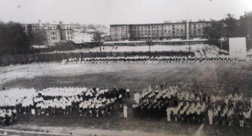 1930-е годы. Спортивный праздник на стадионе «Авангард», предшественнике нынешнего «Труда»