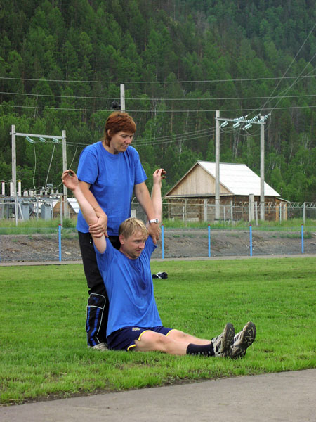 2005 год, на сборе в Нижнем Кочергате.  Ирина Чижова «правит» Алексея Петрова