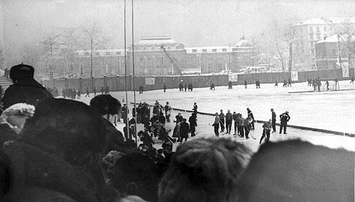На стадионе «Труд» перед матчем. Вид с Западной трибуны  в сторону улицы Ленина