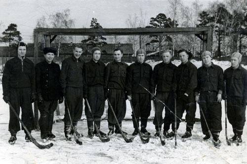 1954 год. Команда Горно-металлургического института. Пётр Антонов третий справа