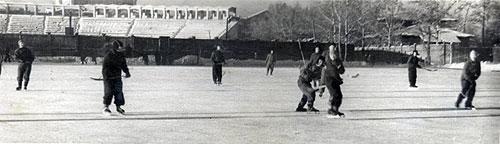 1955 год. Игра в хоккей на малом поле стадиона «Авангард»