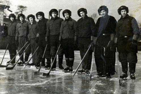 Первые иркутские шайбисты. Пётр Антонов первый справа