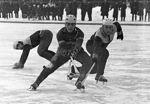 26 ноября 1969 года. «Локомотив» – «Фили». Анатолий Терентьев в борьбе за мяч