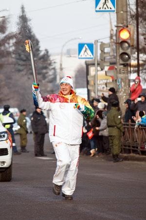 24 ноября 2013 года.  Виталий Похоев – участник эстафеты олимпийского огня в Иркутске
