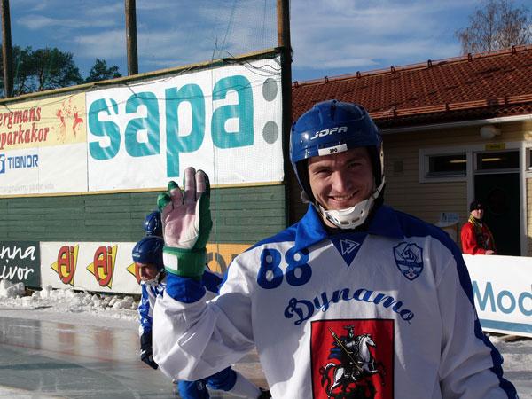 Октябрь 2005 года. Привет иркутянам из Юсдаля. Даже в «Динамо»  Евгений долгое время продолжал играть в зелёных перчатках