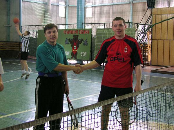 22 апреля 2002 года. Валерий Савин и Сергей Домышев – победите- ли традиционного первенства клуба по теннису, которое проводится  только в парном разряде