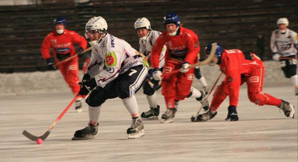 Константин Савченко ведёт команду в атаку