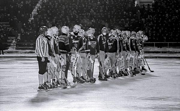 4 февраля 1982 года. Хоккеисты «Юсдаля» перед игрой