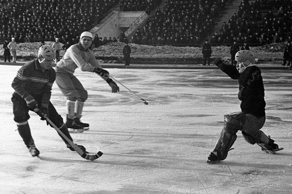 10 февраля 1969 года. Александр Комаровский выходит один на  один со шведским вратарём…