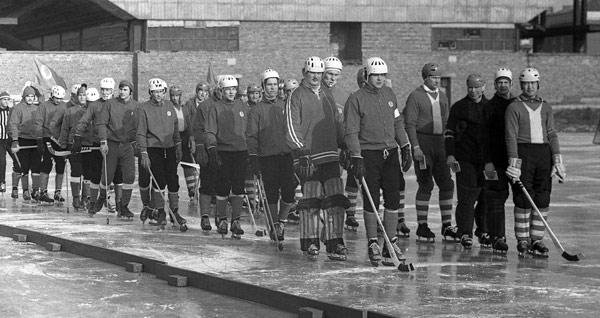4 марта 1972 года.  «Локомотив» и «Миккелин Палоллийят» перед матчем