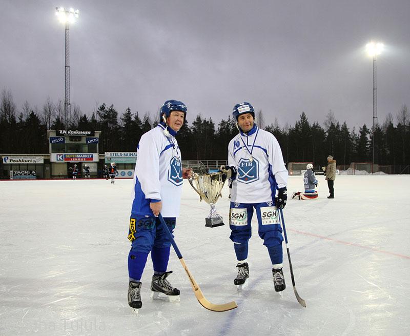 Василий Донских и Валерий Грачёв в ноябре 2015 года   в составе сборной Международной федерации хоккея с мячом (FIB)   стали обладателями Кубка мира среди ветеранов